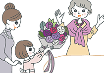 紫色の花束を贈られている古希祝いをされた女性