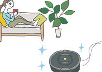 一人暮らしの部屋でくつろぐ女性の前で、プレゼントにもらったロボット掃除機が掃除をしている。
