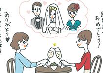カフェのテーブルで乾杯する女性二人。結婚式の様子を思い出しながら「結婚記念日おめでとう」「ありがとう。あれからもう5年よ」などと話している。