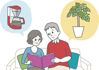 イラスト:新居のソファーでくつろぐ上司夫婦。カタログギフトを眺めながら、観葉植物やコーヒーメーカーを思い浮かべている。